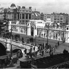 O'Connell Bridge - Irish Civic Week (1927)  An elaborate structure built on the central median for Dublin Civic Week 1927, a series of cultural events held to encourage Dubliners to take pride in their city.  © Courtesy of Irish Architectural Archive
