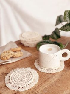 #interior #interieur #handmade #handgemaakt #bohemian #bohemianvibes #kitchen #cooking #decoration #interiorvibes #macrame Small Plants, Tea Mugs, Coasters, Neutral, Candles, Make It Yourself, Boho, Cooking, Interior