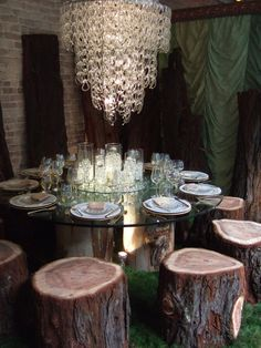 I wish Philbrook still did their Perfect Setting fundraiser. This would be a great inspiration for Five Oaks' entry!