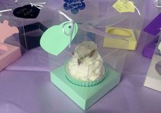 Pack of 10 transparent cupcake boxes  8 x 8 cm  tag/insert/ribbon Inc
