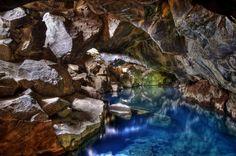 Caverna termal na Islândia