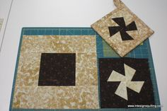 Twisted Potholders: A tutorial showing how to make this charming little square potholder using the Li'l Twister template and a charm square surrounded by borders.