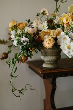 Gold and bronze wedding flower inspiration.