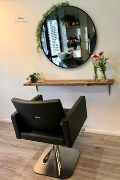 Organic hair salon with elements of nature. Home Beauty Salon, Home Hair Salons, Hair Salon Interior, Beauty Salon Decor, Salon Interior Design, In Home Salon, Schönheitssalon Design, Small Salon, Beauty Room Decor