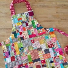 "scrap happy apron (crazy mom quilts) Today I ""borrowed"" from the family couch time quilted that is in progress and … Scrap Fabric Projects, Fabric Scraps, Quilting Projects, Quilting Ideas, Crazy Quilting, Fabric Bags, Sewing Aprons, Sewing Clothes, Quilt Patterns"
