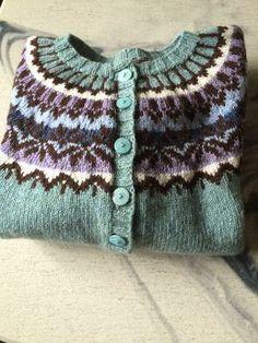 Afmæli | Strikkehjørnet | Bloglovin' Icelandic Sweaters, Scandinavian Christmas, Hygge, Christmas Sweaters, Vibrant Colors, Knitwear, Crotchet, Wool, Knitting