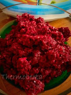 This is a really nice dip, with few ingredients but loads of flavour! beetroot, thoroughly washed raw cashews 2 cloves garlic large lemon, juice only 2 sprigs basil, leaves only e. Dip Recipes, Veggie Recipes, Paleo Recipes, Cooking Recipes, Beetroot Recipes, Beetroot Dip, Savory Snacks, Healthy Snacks, Homemade Crackers