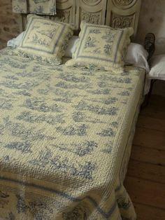 couvre lit en boutis toile de jouy bleue