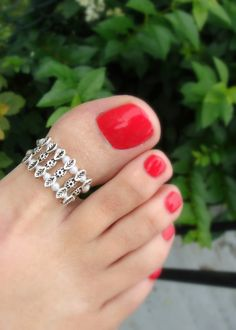 Big Toe Ring - Pearls - Decorative Silver Metal Beads - Stretch Bead Toe Ring