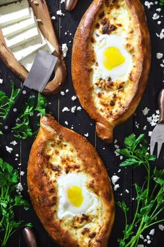 Easy Khachapuri Recipe VIDEO: This easy khachapuri recipe is a quick and simplified version of the classic georgian cheese bread. Melted cheeses with a runny egg in a pizza bread boat. Georgian Food, Georgian Recipes, Greek Diet, Cheese Bread, Melted Cheese, Greek Recipes, Welsh Recipes, Healthy Breakfasts, Cake Recipes