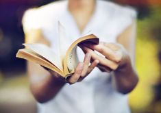 the best books to pack on your kindle this easter I Love Books, Good Books, Books To Read, Harper Lee, Motivational Leadership Quotes, Kindle, Stefan Zweig, Life Changing Books, Thriller Books