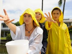 Rikki, Cleo, and Bella trying to catch Hector, Cleo's goldfish. Such a funny episode.