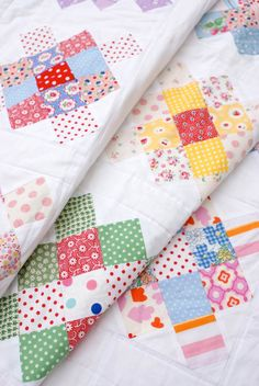 I love the look of this, old fashioned pattern with bright colors and patterns, would look perfect with 30s prints