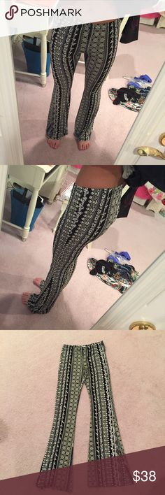 Thread Sense pants Thread Sense patterned pants - very stretchy material! Size medium. Black & white - in perfect condition! Pants Leggings