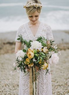 heyprettywedding: This <3.http://greenweddingshoes.com/minimal-bohemian-beach-elopement-inspiration/