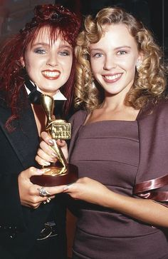 Kylie Minogue forcing Dannii Minogue to hold her Logie. Kylie Minouge, Steampunk Hairstyles, Dannii Minogue, Entertainer Of The Year, Botox Injections, Female Singers, Celebs, Celebrities, Role Models