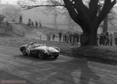 This image is in the folder British Empire Trophy - Oulton Park - April 1958 and has the name RE 748 - 77 Tony Brooks - Aston-Martin, 76 Stirling Moss - Aston-Martin. Sports Car Racing, Road Racing, Race Cars, Auto Racing, Le Mans, My Dream Car, Dream Cars, Vintage Race Car, Vintage Auto