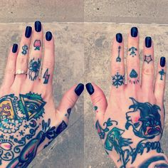 Finger tattoos are so cute