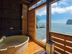 海辺のかくれ湯 清流 日帰り温泉 Japanese Bath House, Japanese Style House, Japanese Bathroom, Ideal Bathrooms, Outdoor Bathrooms, Ocean View Villas, Japanese Hot Springs, Asian House, Hot Tub Backyard