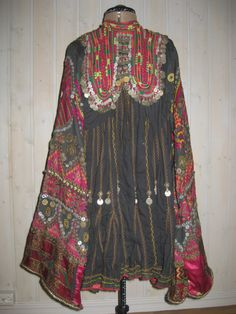 A jumlo is an elaborately decorated, knee-length dress from Kohistan in Khyber Pakhtunkhwa Province, formerly known as the North West Frontier Province (NWFP) of Pakistan. This difficult and remote region has a complex cultural history that reflects centuries of trade, migrations and intermingling of various groups from Afghanistan, Central Asia, Pakistan and northern India. The villages scattered throughout these valleys are famous for wool weaving and embroideries.