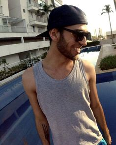 Aquele sorriso pra sempre trazer boas energias!   @franhiromi #gopro #beard #bearded #barba #beardedmen #beardgang #sunglasses #cap #sun #sunny #smile #nice #sorria #cool #goodvibes #positive #tattoo #tattoedmen #tatuagem by fredguiz