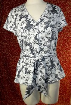 FRED DAVID gray floral stretch cotton belted cap sleeve blouse M (TF01I5) #FredDavid #Blouse #Career