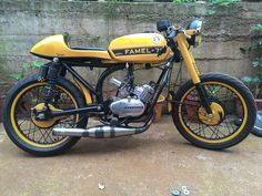 Enfield Bike, Custom Moped, The Older I Get, Cafe Racer Motorcycle, 50cc, Bike Design, Cafe Racers, Sport Bikes, Cars And Motorcycles