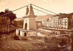 Este es el puente colgante de Bilbao y estaba suspendido por cadenas de hierro entre los años 1827 y 1852, Bilbao, Basque Country, Tower Bridge, Paris Skyline, Zara, Vintage, Suspension Bridge, Lost City, Parking Lot