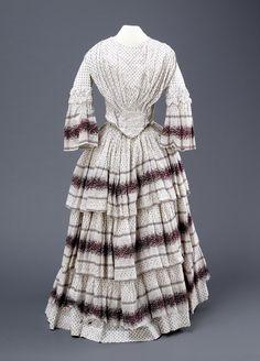 Printed muslin dress 1853-1860 Muslin Dress, Ladies Fashion, Womens Fashion, Museum Collection, Day Dresses, 19th Century, Period, Fashion Inspiration, Printed