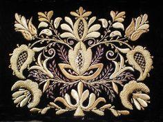вышивка золотом и серебром Jacobean Embroidery, Zardozi Embroidery, Pearl Embroidery, Basic Embroidery Stitches, Hand Work Embroidery, Embroidery Fashion, Cross Stitch Embroidery, Machine Embroidery Designs, Embroidery Dress