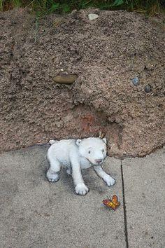 David Zinn at Detroit Zoo David Zinn, Street Wall Art, Street Art Graffiti, Detroit Zoo, Urbane Kunst, New York Graffiti, Sculpture Art, Metal Sculptures, Abstract Sculpture