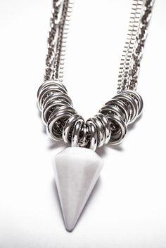 Collar Rita con Cuarzo blanco - Dasha Accesorios Metal Jewelry, Jewelry Art, Gemstone Jewelry, Beaded Jewelry, Handmade Jewelry, Beaded Necklace, Fashion Jewelry, Diy Necklace Collar, Diy Earrings