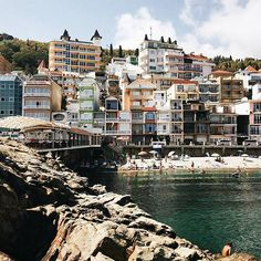 Утес (Санта-Барбара)– это небольшой городок эллингов с современными мини-отелями и частными коттеджами, самый близкий к морю курортный поселок в Крыму. Проживая даже на самой дальней улочке, путь к морю не займёт больше 3 минут.  Фото @ksexaa - #crimearepublic .  Cliff (Santa Barbara) - a small town slipways with modern mini-hotels and private cottages closest to the sea resort village in the Crimea. To name even the farthest street, the path to the sea will not take more than 3 minutes…