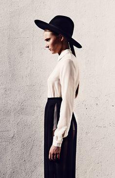 Amish Style - Photograph: Antonio Mingot Fashion: Natalia Ferviú Hair & Make up: Adriana Sepúlveda Modern Witch, Monochrome Fashion, Portraits, Girl With Hat, Amish, Minimalist Fashion, Passion For Fashion, High Fashion, Style Me