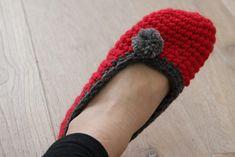 Návod na háčkované papučky (bačkory) Crochet Slippers, Socks, Homemade, Fashion, Moda, Home Made, Fashion Styles, Sock, Slippers Crochet