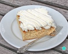 Tres Leches Cake, top with guava Mexican Dishes, Mexican Food Recipes, Sweet Recipes, Cake Recipes, Spanish Recipes, Food Cakes, Venezuelan Food, Tres Leches Cake, Food Obsession