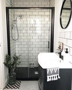 39 Awesome Small Bathroom Remodel Ideen mit kleinem Budget – New Ideas – Diy Bathroom İdeas Small Bathroom Decor, Bathroom Shower Design, Bathroom Inspiration, Bathroom Decor, Small Bathroom Remodel, Amazing Bathrooms, Bathrooms Remodel, Diy Bathroom Remodel, Bathroom Renos
