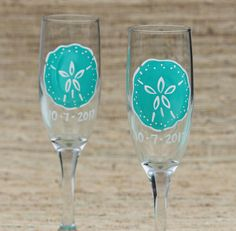 Sand Dollar Champagne Flute / Painted Champagne Glass / Beach Wedding Gift / Personalized Bridesmaid Gifts / Beach Bridal Shower Favor