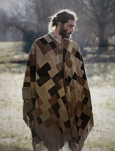 Patrick Petitjean Delivers Long Hairstyles for Elle Man Mexico June 2015 Cover Shoot, click now for more. Cover Shoot, Mens Poncho, Bohemian Men, Bohemian Winter Style, Hippie Men, Medium Hair Styles, Long Hair Styles, Mode Man, Boho Fashion