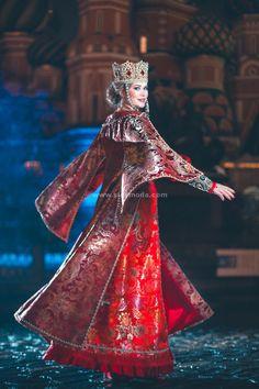 Russian Traditional Dress, Traditional Dresses, Russian Style, Russian Beauty, Russian Fashion, Russian Wedding, Russian Folk Art, Russian Culture, Court Dresses