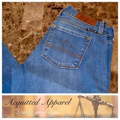 """Lucky Brand Sofia Boot Ankle Cut  27.5"""" inseam Lucky Brand Sofia Boot Ankle Cut Size 6 / 28 Like New Approximate 27.5"""" inseam and 8"""" rise Item Location Bin T2 Lucky Brand Jeans Ankle & Cropped"""