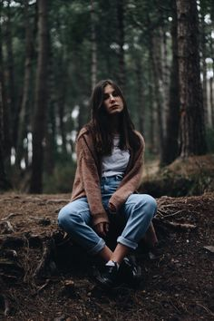 outdoor photoshoot ideas for women Portrait Photography Poses, Photo Portrait, Photography Poses Women, Forest Photography, Tumblr Photography, Outdoor Photography, Photo Poses, Fashion Photography, Wedding Photography