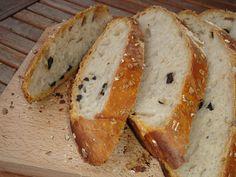 Határozott céllal sütöttem ezt a kenyeret, tapashoz, burschettához. Gyakrabban – saját nevelésű, természetes – kovásszal...