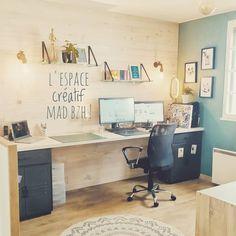 On vous partage un petit bout de notre univers pro/perso. Toutes nos illustrations sont imaginées ici ! 👍 Corner Desk, Mad, Illustrations, Furniture, Home Decor, Creative Area, Universe, Corner Table, Decoration Home