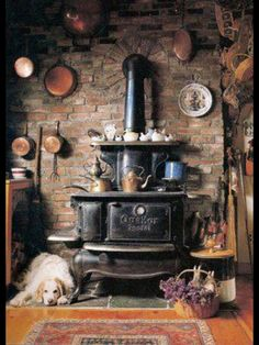 I have  a little miniature stove like this - had it as a child. Brings back such memories. Just LUV it!!!  MM