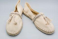 ESPARTEÑA NIÑO Espadrille Shoes, Crochet Shoes, Shoe Brands, Cute Shoes, Ibiza, Moccasins, Blue Jeans, Slippers, Flats