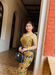 Myanmar Traditional Dress, Traditional Dresses, Beautiful Asian Women, Amazing Women, Myanmar Women, Sporty Girls, White Girls, Hottest Models, Strong Women