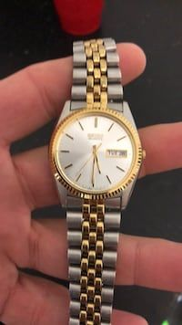 374f7f26ec23 Used Round gold seiko watch for sale in Sioux Falls - letgo