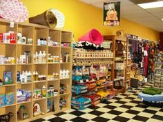 Visit a pet store. Visit a pet store. Visit a pet store. Pet Store Display, Pug, Dog Grooming Shop, Grooming Salon, Dog Hotel, Pet Supply Stores, Dog Boutique, Dog Store, Love Pet
