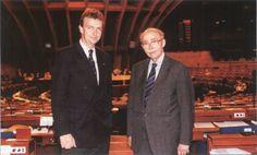 Otto und Karl von Habsburg im Europa-Parlament in Straßburg.